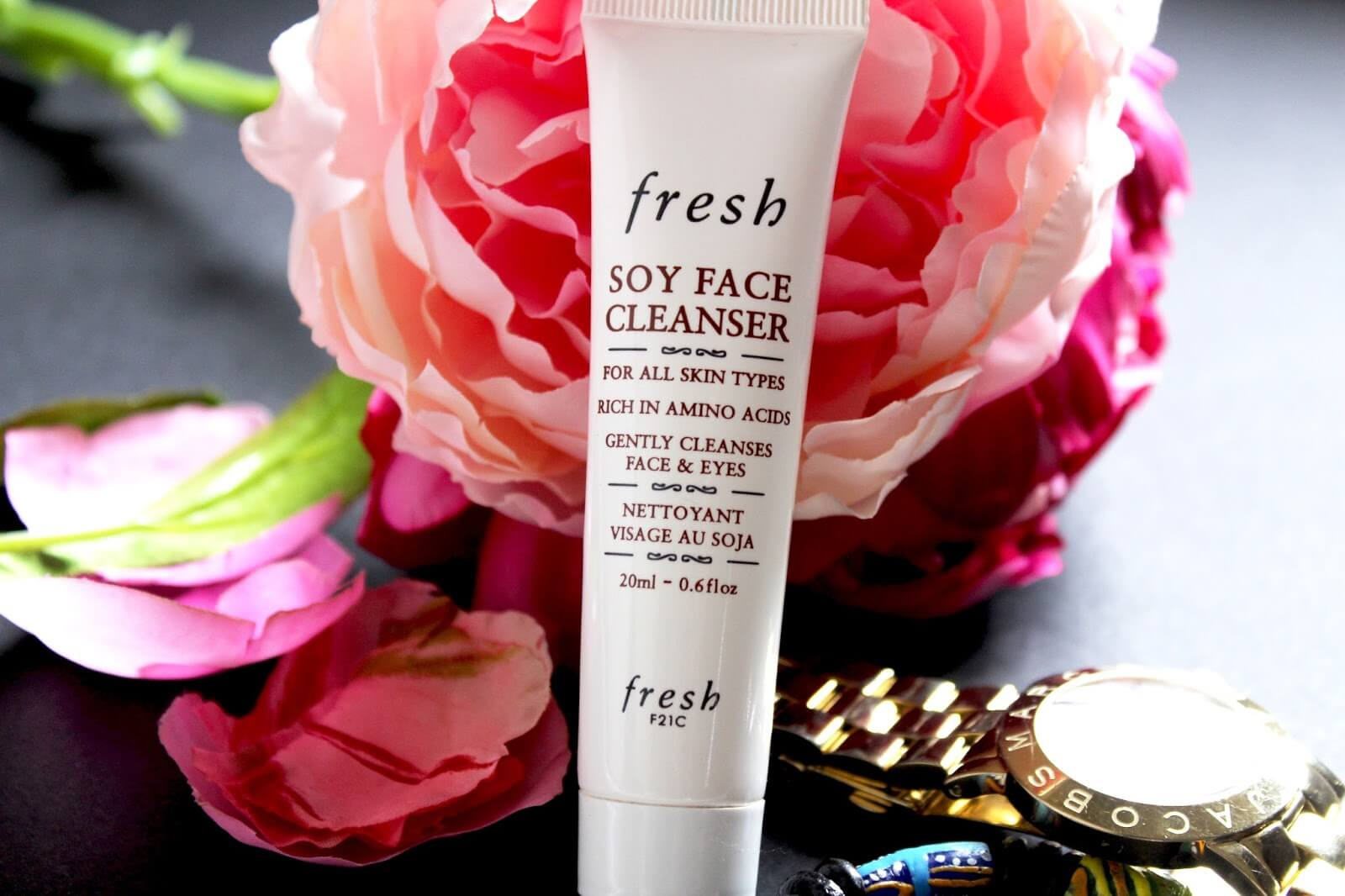Fresh Soy Face Cleanser 50 mlเจลล้างหน้าที่มีความอ่อนโยน ใช้ได้กับทุกสภาพผิว ชำระล้างสิ่งสกปรกที่ตกค้างบนใบหน้ารวมทั้งเมคอัพ